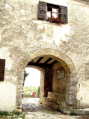 Croatia 2011 Gracesci old entrance to town