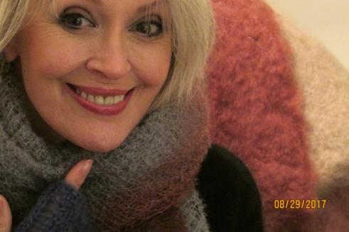 Tilly La Luna mohair mittens wrap closeup Aug 2017