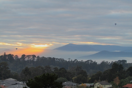 Lilydale goden misty sunrise balloons June 2017