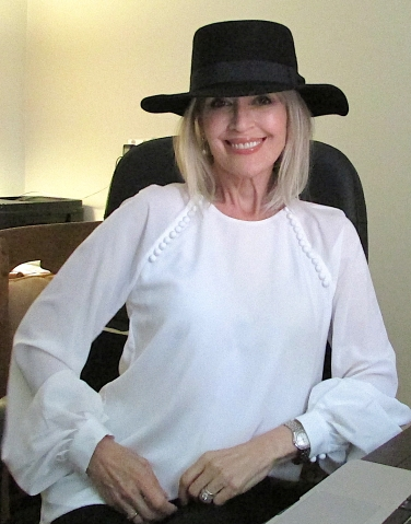 Tilly Witchery white shirt glam office Apr 2018 cancer