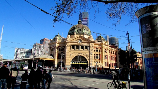 Melbourne Flinders St Station from Swanston St Aug 2018