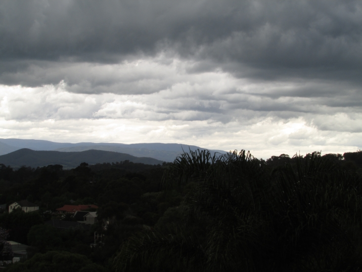 Lilydale moody cloud mountains 3 Nov 2019